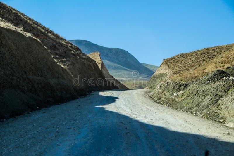 Afghanistan-Autoreise in die Berge zu Charbolak-Bezirk stockbilder