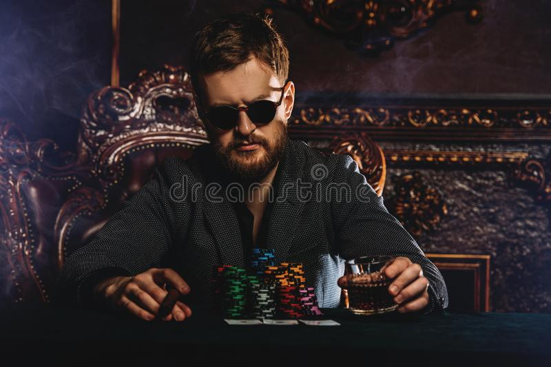 Afhankelijkheid bij het gokken stock foto