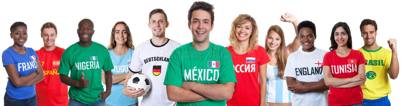 Aficionado al fútbol de México con las fans de otros países fotografía de archivo libre de regalías