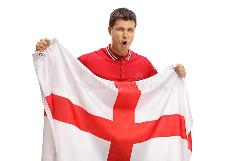 Aficionado al fútbol eufórico que sostiene una bandera inglesa fotos de archivo