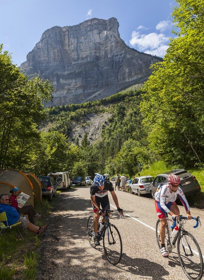 Aficionado Cyslists que sube a Col du Granier