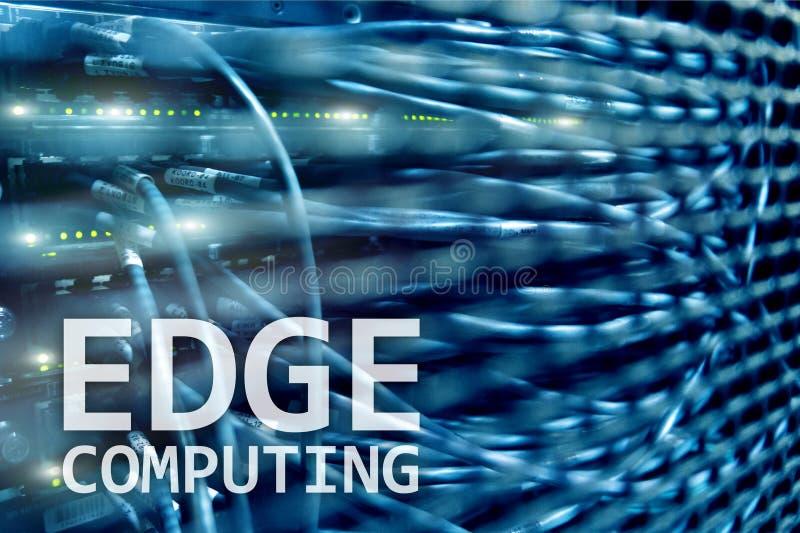AFIE a computação, o Internet e o conceito moderno da tecnologia no fundo moderno da sala do servidor imagens de stock