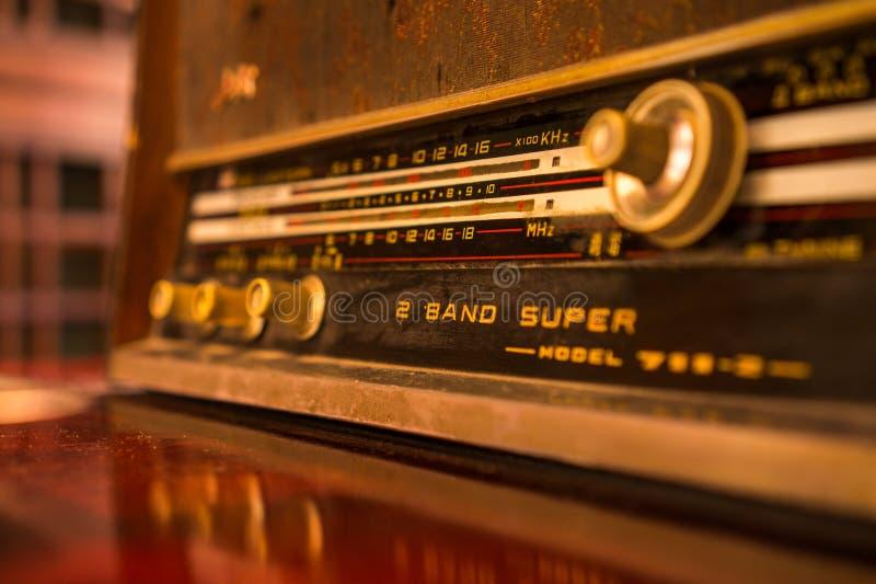 Afinador de rádio velho fotos de stock