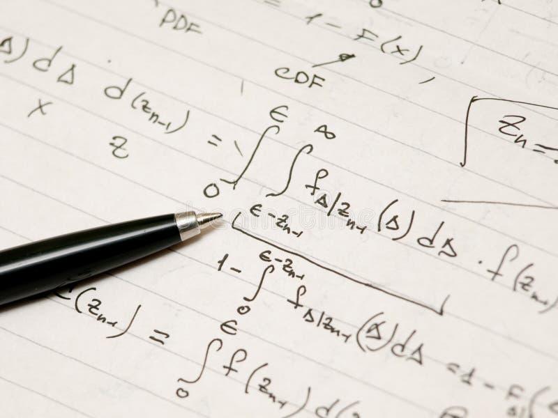 Afleiding van een geavanceerde wiskundige formule royalty-vrije stock fotografie