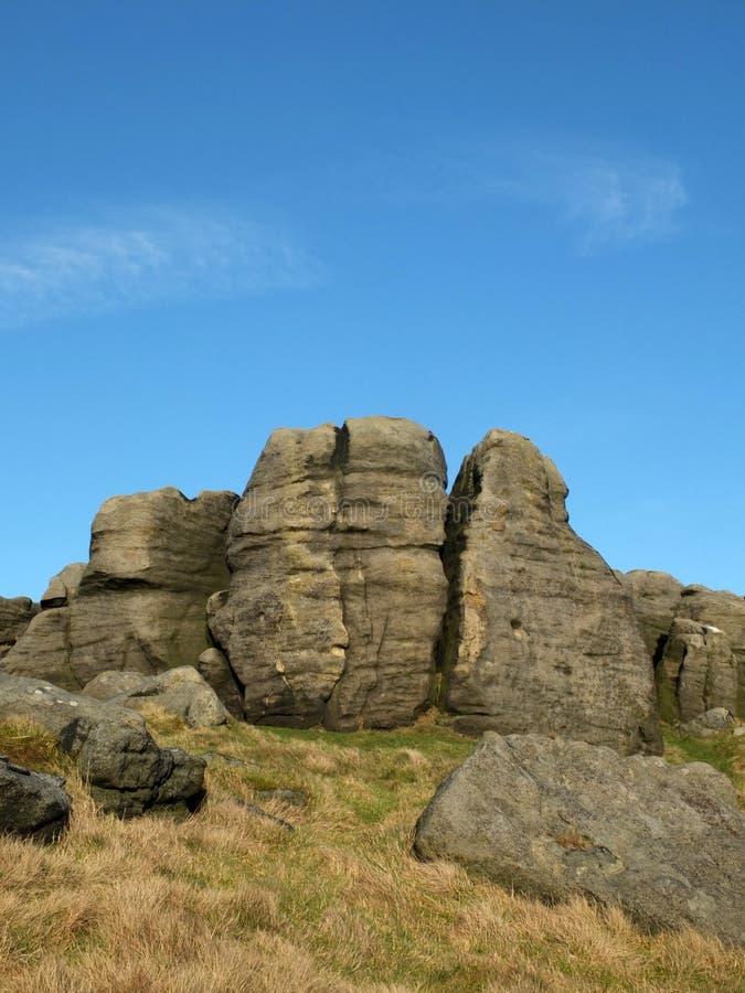 Afloramento Craggy nos bridestones um grupo de formações de rocha do gritstone no oeste - a paisagem de yorkshire próximo todmord imagens de stock royalty free