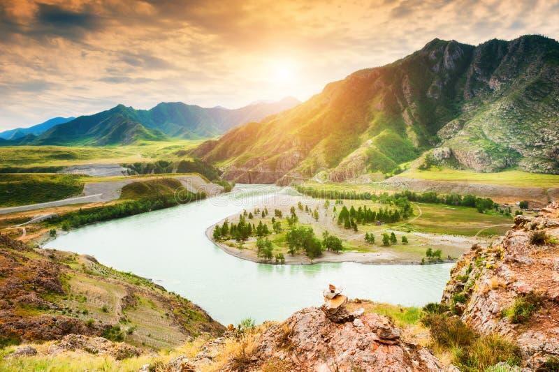 Afluência de rios de Chuya e de Katun em Altai, Sibéria, Rússia imagens de stock royalty free