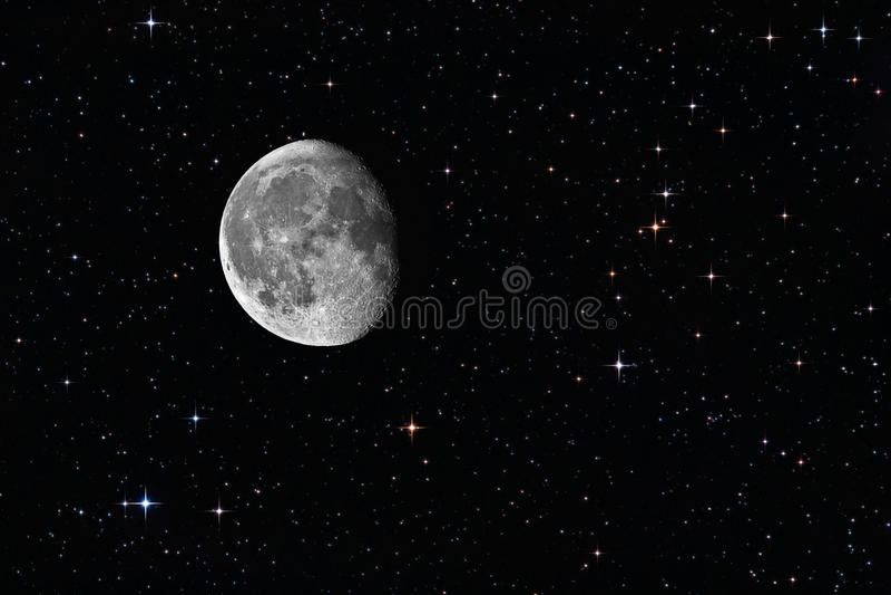 Afnemende gibbous maan onder de sterren royalty-vrije stock afbeelding