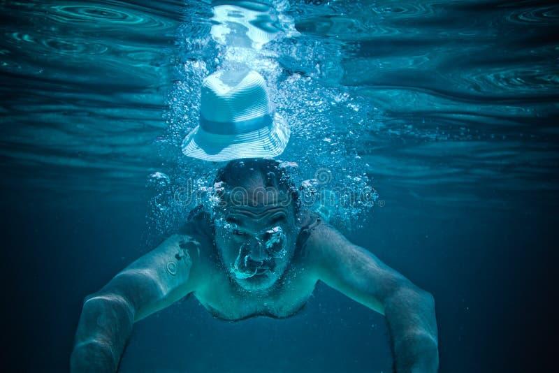Afogando o mergulho maduro foto de stock royalty free