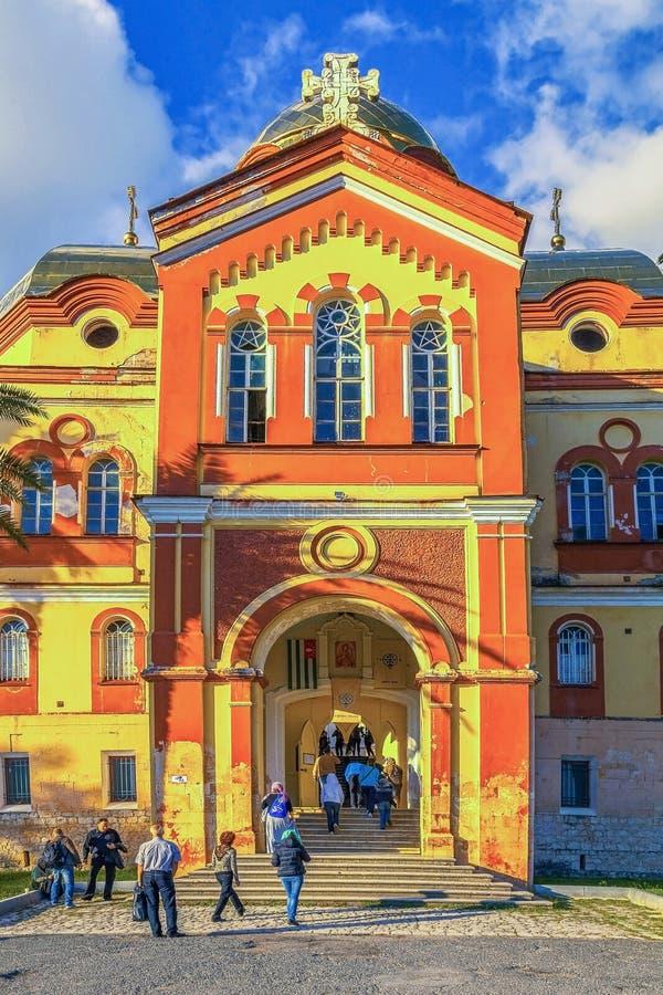 AFON NOVO, A ABKHÁSIA - 21 DE OUTUBRO DE 2014: Entrada a Athos Monastery novo fotografia de stock royalty free