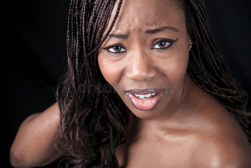 Aframerican kobieta nad czarnym tłem zdjęcia stock