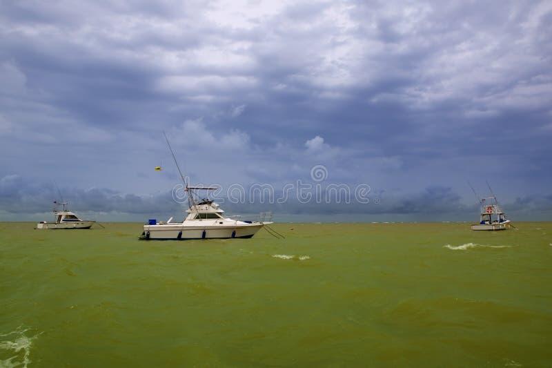 africa łodzi zieleni ocean saly Senegal zdjęcie royalty free