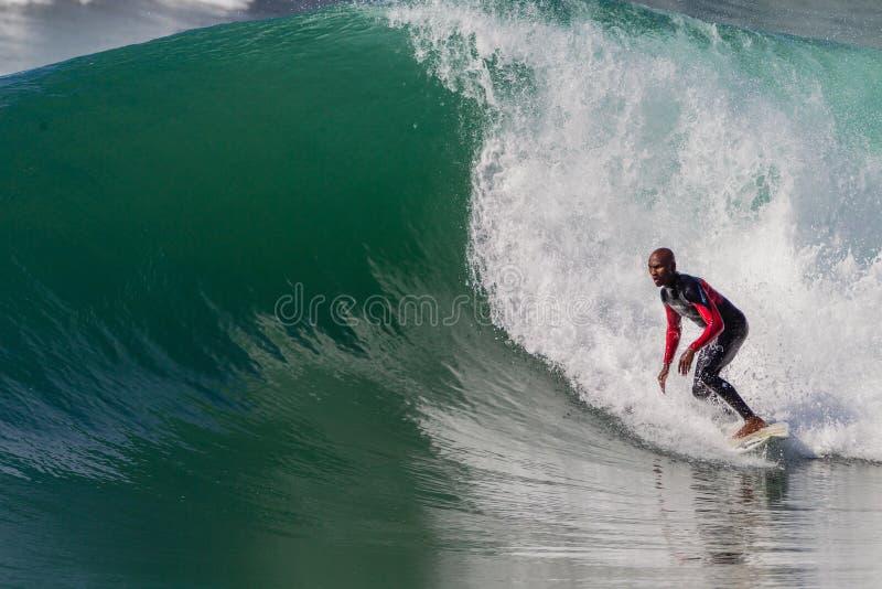 Africain d'onde d'action de surfer   image libre de droits