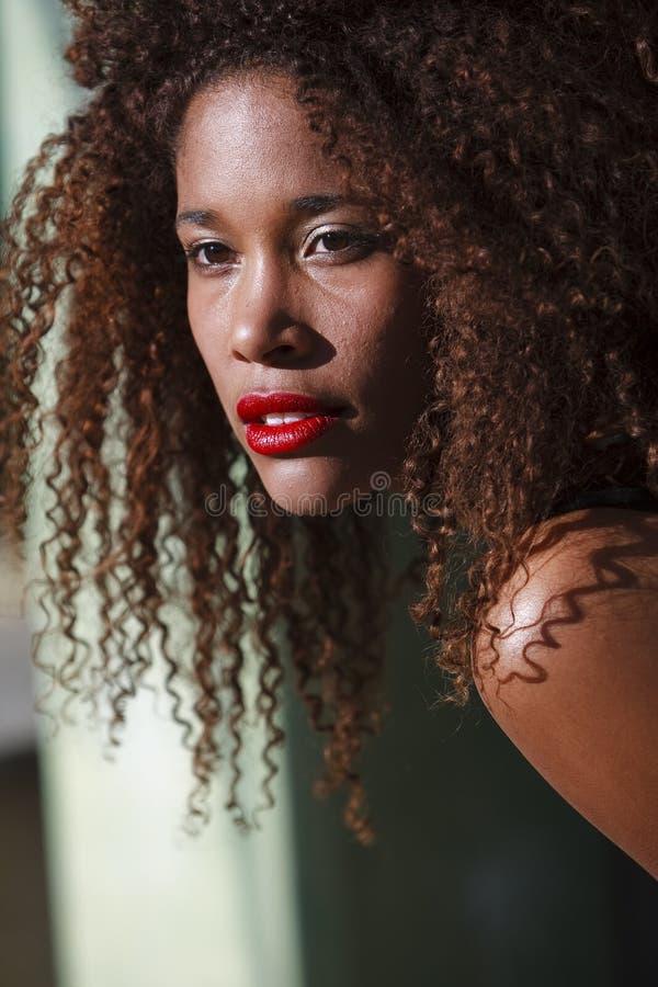 African-American auf eine Lebensstilart und weise lizenzfreie stockfotos