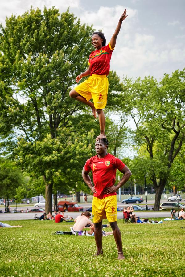 African American couple performing acrobatics show in front of the audiance in Mount Royal Park stock photography