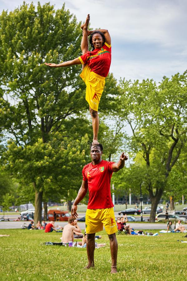 African American couple performing acrobatics show in front of the audiance in Mount Royal Park royalty free stock photos