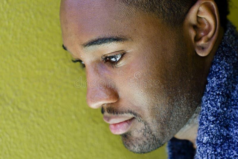 African-Americanmann, traurig lizenzfreie stockbilder