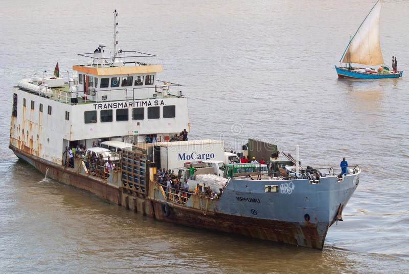 Download African ferry Mpfumu editorial image. Image of floating - 31911460