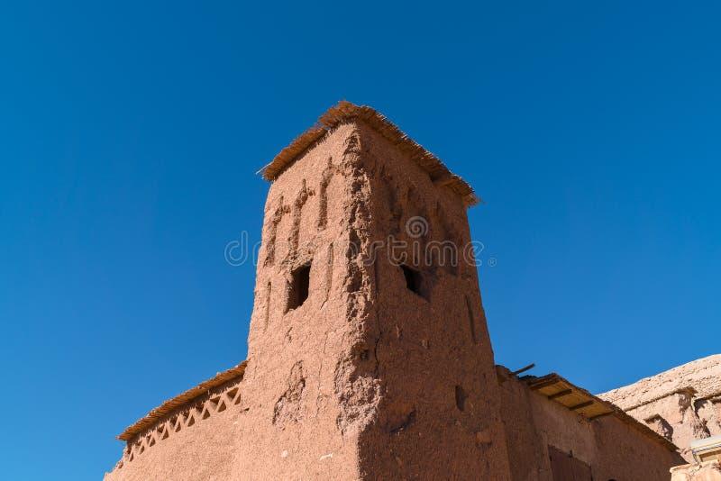 Afrika i gammal konstruktion för histoycal maroc och det blåa molniga set arkivbilder