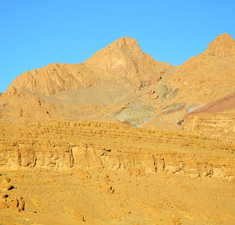 in Afrika Marokko isoleert de droge de berggrond van de atlasvallei royalty-vrije stock foto