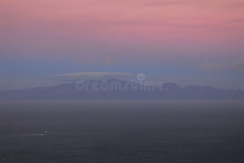 Afrika Misty Sunset Over False Bay stock fotografie