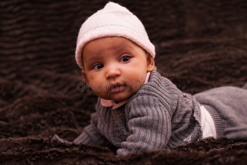 Afrikaans Amerikaans babymeisje - Zwarte mensen stock afbeeldingen