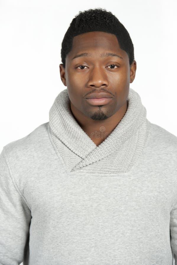Afrikaans Amerikaans Mannetje in Gray Sweater royalty-vrije stock afbeeldingen
