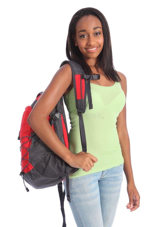 Afrikaans Amerikaans tienerschoolmeisje met rugzak royalty-vrije stock foto's