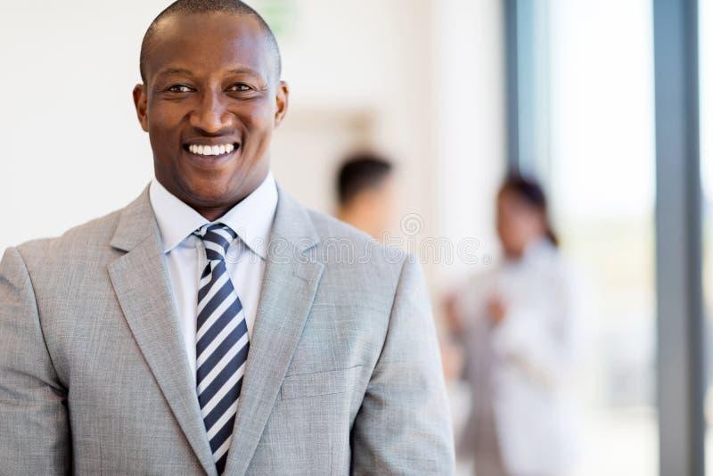 Afrikaans Amerikaans zakenmanbureau royalty-vrije stock afbeelding