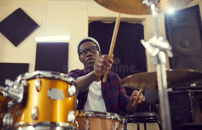 Afrikaans-Amerikaanse Drummer stock afbeeldingen
