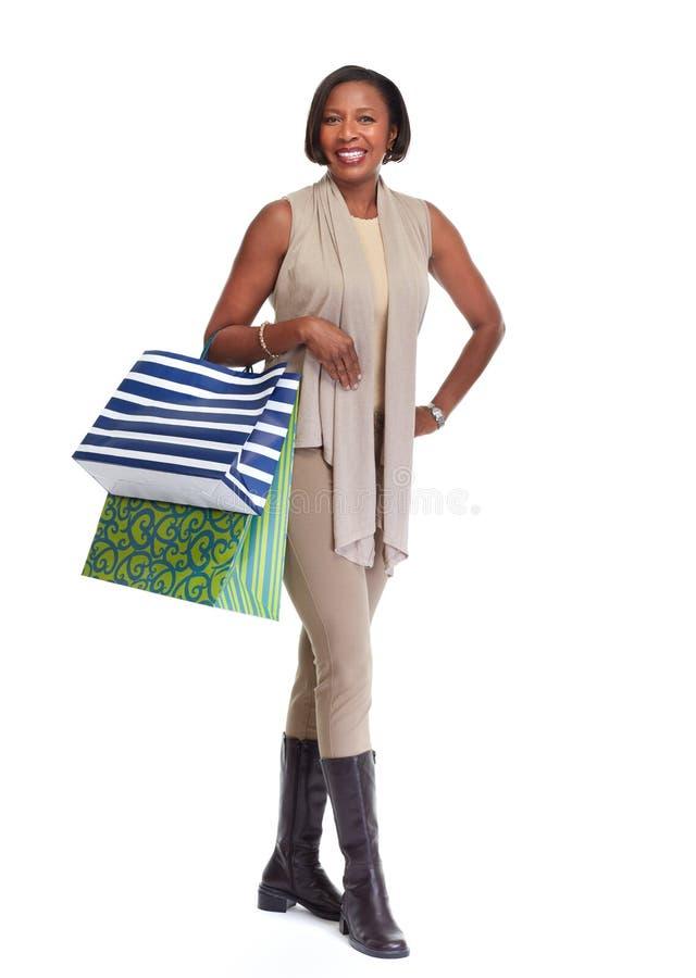 Afrikaans-Amerikaanse winkelende vrouw royalty-vrije stock afbeelding