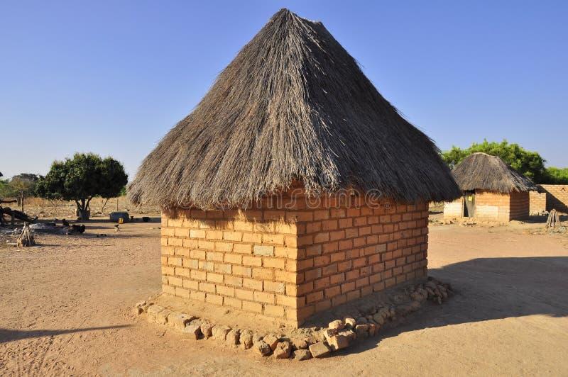 Afrikaans dorpshuis in Zambia stock afbeelding