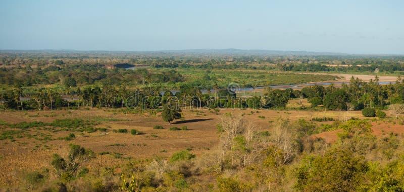 Afrikaans Galana-het droge seizoenlandschap van het rivierbed royalty-vrije stock foto's