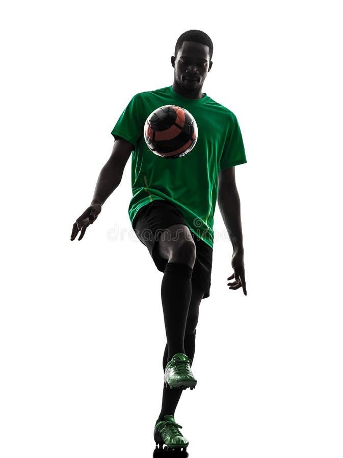 Afrikaans mensenvoetballer het jongleren met silhouet stock foto