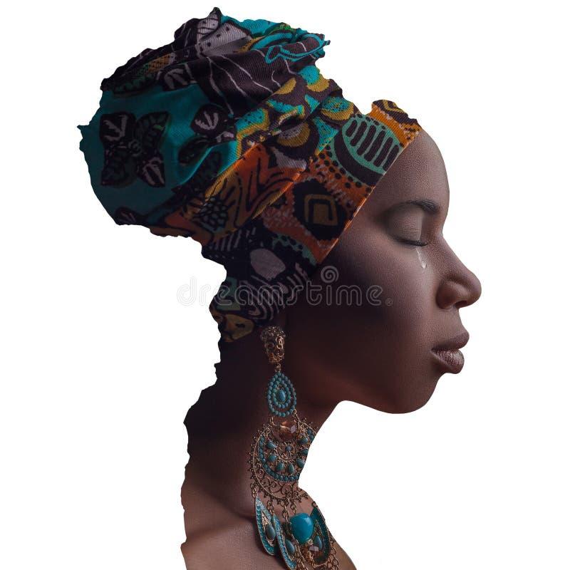 Afrikaans Schoonheids tearing gezicht in grens van het continent van Afrika royalty-vrije stock foto's