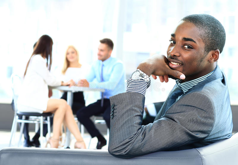 Afrikaanse Amerikaanse bedrijfsmens royalty-vrije stock afbeelding