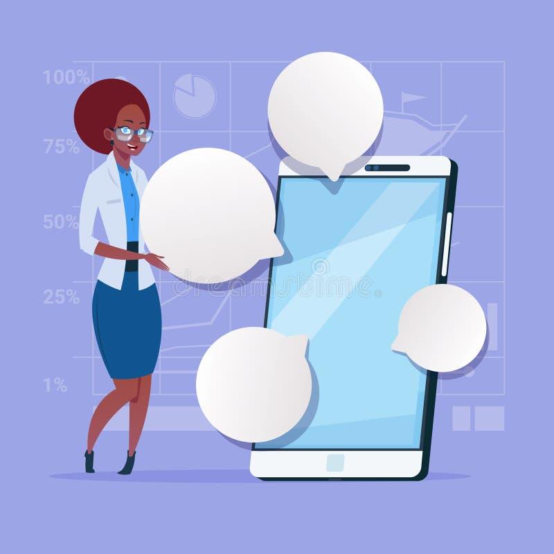 Afrikaanse Amerikaanse Bedrijfsvrouwentribune met Grote het Netwerk Communicatie van de Cel Slimme Telefoon Sociale Onderneemster royalty-vrije illustratie