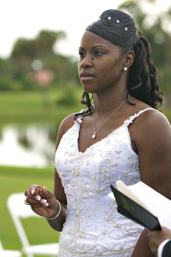 Afrikaanse Amerikaanse bruid stock afbeelding