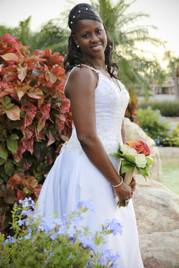 Afrikaanse Amerikaanse bruid stock afbeeldingen