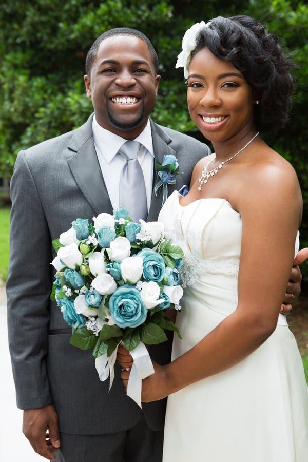 Afrikaanse Amerikaanse Bruid en Bruidegom stock foto