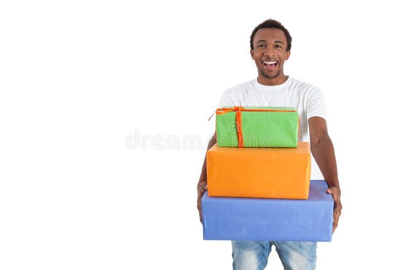 Afrikaanse Amerikaanse mens met stapel giften stock afbeelding