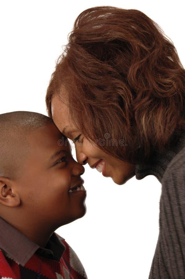 Afrikaanse Amerikaanse moeder en zo stock afbeeldingen