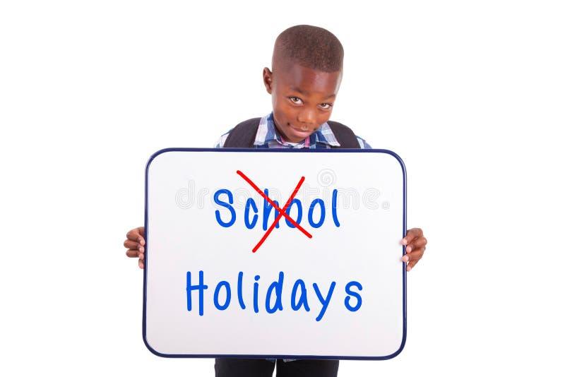 Afrikaanse Amerikaanse schooljongen die een lege raad houden - Zwarte mensen stock foto's