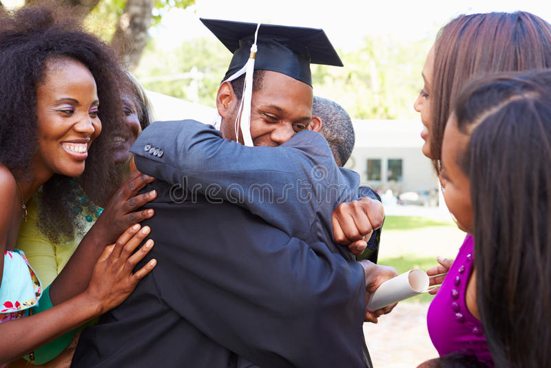 Afrikaanse Amerikaanse Student Celebrates Graduation stock afbeelding