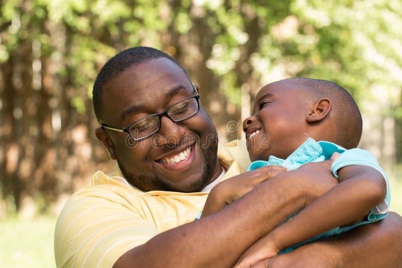 Afrikaanse Amerikaanse Vader en Zoon royalty-vrije stock afbeeldingen