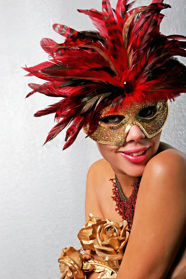 Afrikaanse Amerikaanse vrouw in masker royalty-vrije stock afbeelding