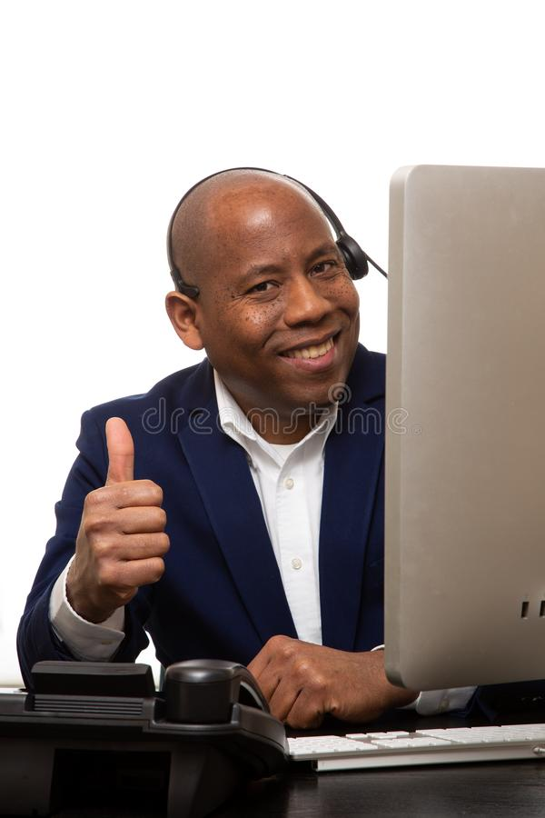 Afrikaanse Amerikaanse Zakenman With Thumbs Up royalty-vrije stock foto