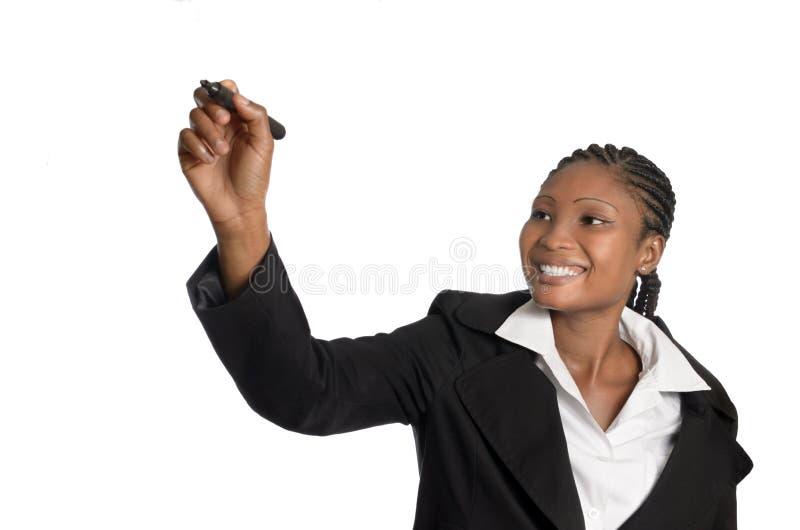 Afrikaanse bedrijfsvrouw die in vrij exemplaar schrijven spave stock fotografie