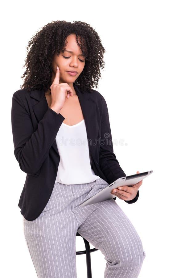 Afrikaanse bedrijfsvrouw op het werk stock foto