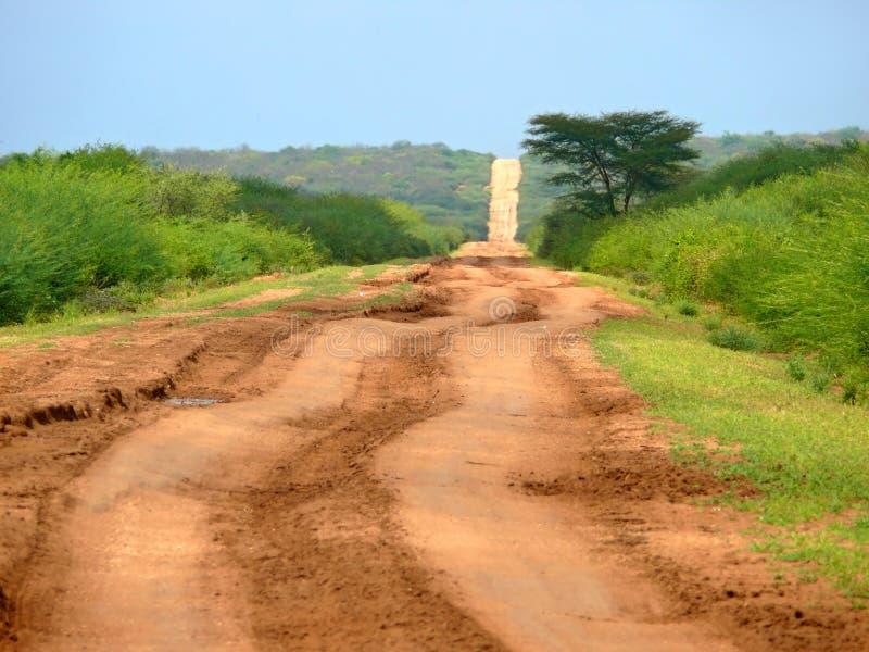 Afrikaanse gevaarlijke weg tussen Moyale en Marsabit. stock afbeelding