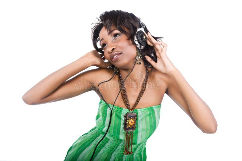 Afrikaanse het luisteren muziek stock foto